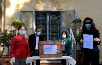 vietnamese embassy assists transportation of face masks to italy
