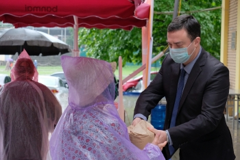 israeli embassy donates one ton of rice to the needy of hanoi