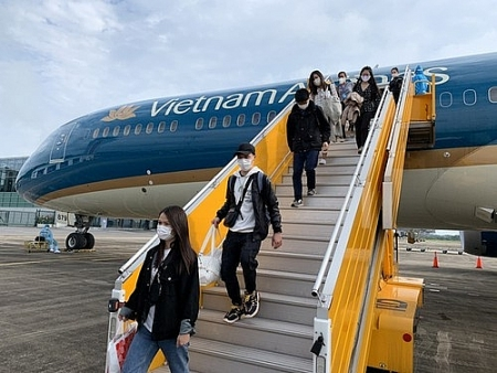 Vietnam brings back over 200 citizens from Singapore
