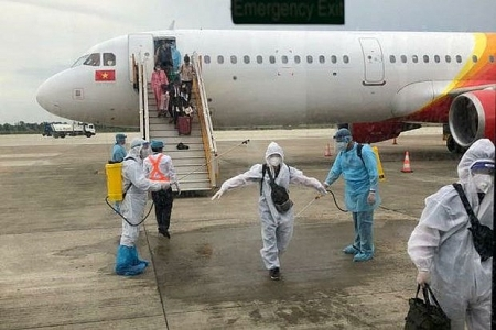 More than 100 Vietnamese fly home as COVID-19 cases rise in Indonesia