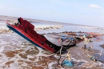 vietnams coastal border guards rescue three indonesians off mekong delta coast