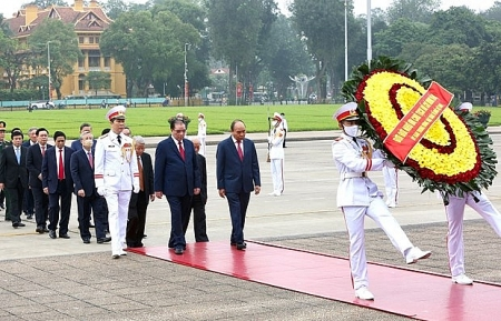 Leaders pay tribute to President Ho Chi Minh on national reunification day