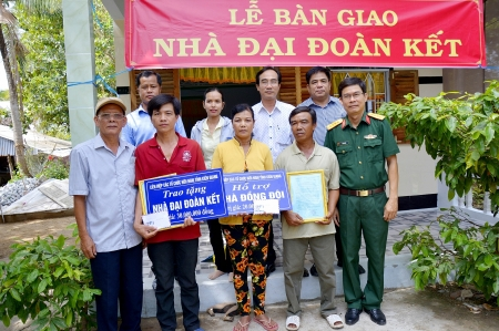 KUFO hands over new houses for poor Khmer households in Kien Giang