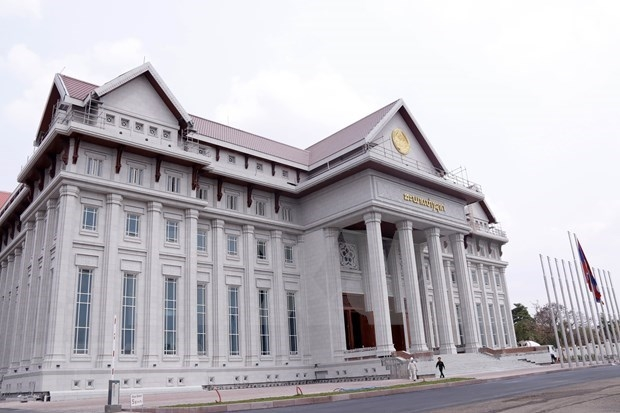 Newly elected National Assembly Chairman holds phone talks with Lao counterpart