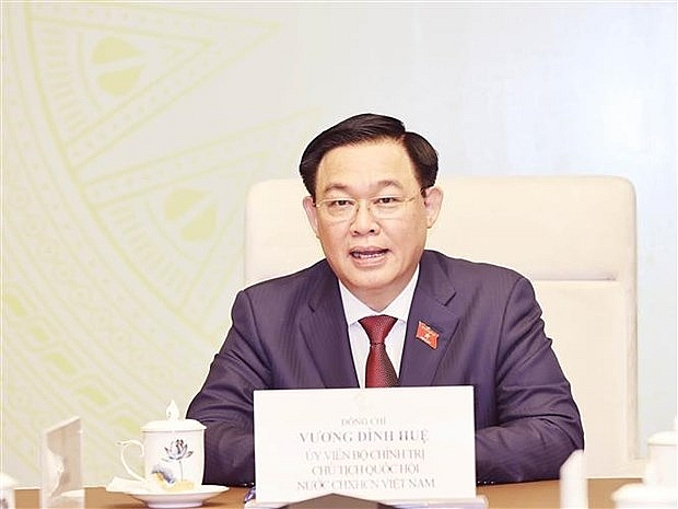 Newly-elected National Assembly Chairman holds phone talks with Lao counterpart