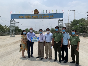 Dong Thap Union continues to provide COVID-19 aid for Vietnamese-Cambodians