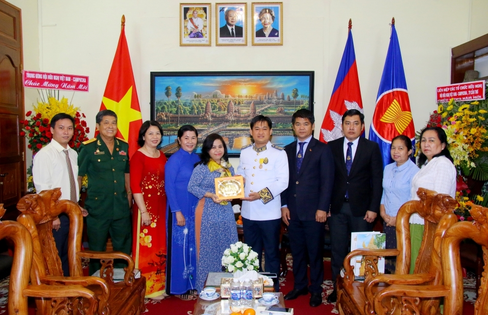 Can Tho Friendship Union greets Cambodia on traditional Chol Chnam Thmay festival