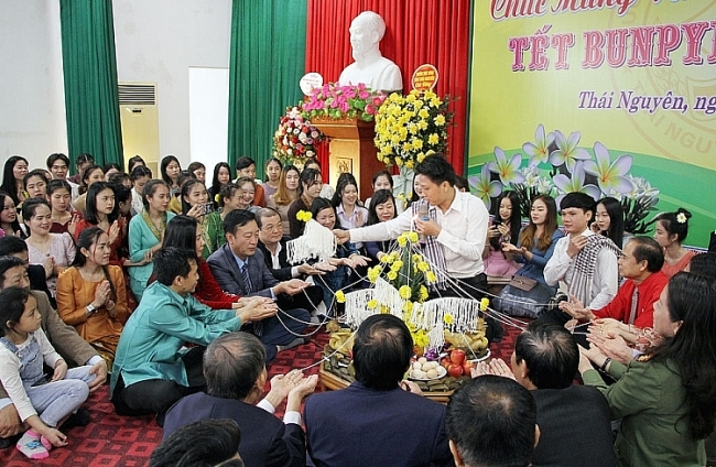 Lao students celebrate Bunpimay Festival in Vietnam