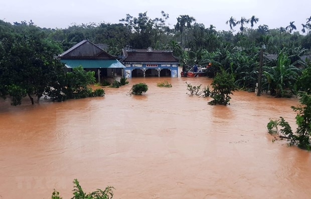 Cash support for flood affected people in Quang Tri