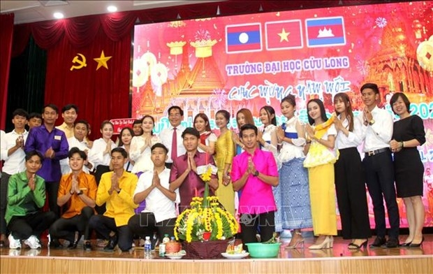 Gifts, scholarships given to Lao and Cambodian students at Kien Giang