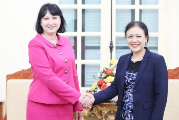 VUFO Chairwoman receives new Romanian Ambassador to Vietnam