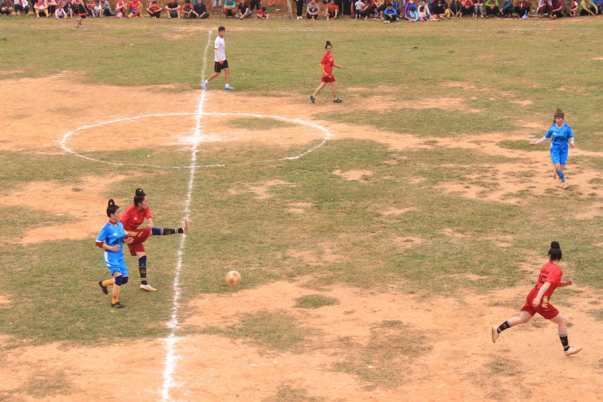 Shaking off social norms with football tournament