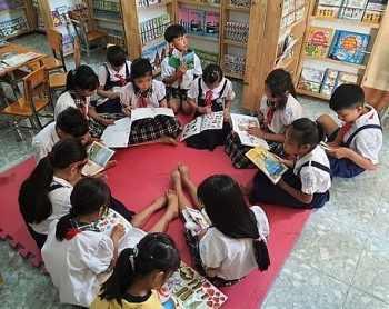 Vietnam-France Friendship Association supports reading room project in Vinh Long