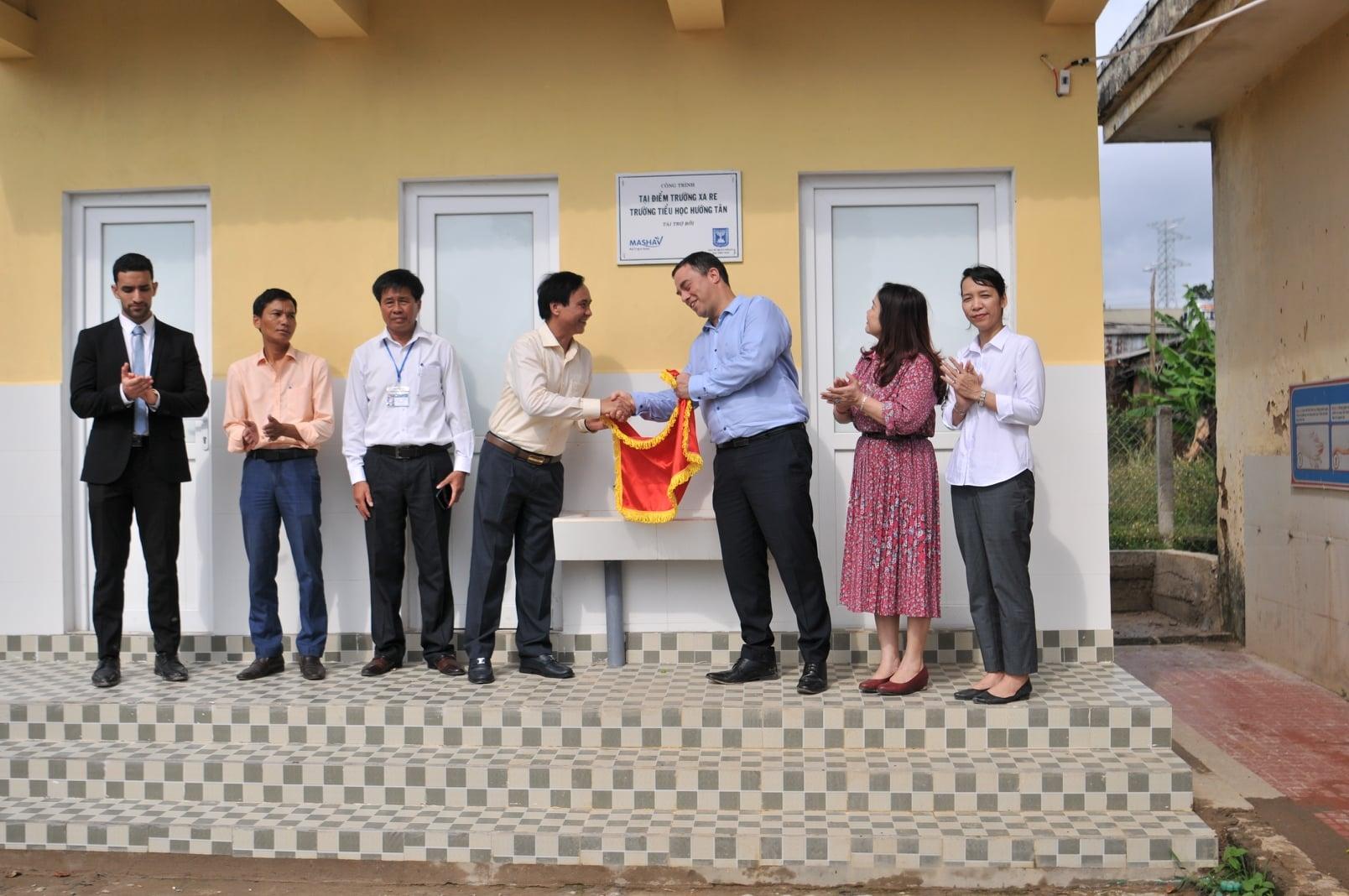 Israel Embassy assists poor school in Quang Tri
