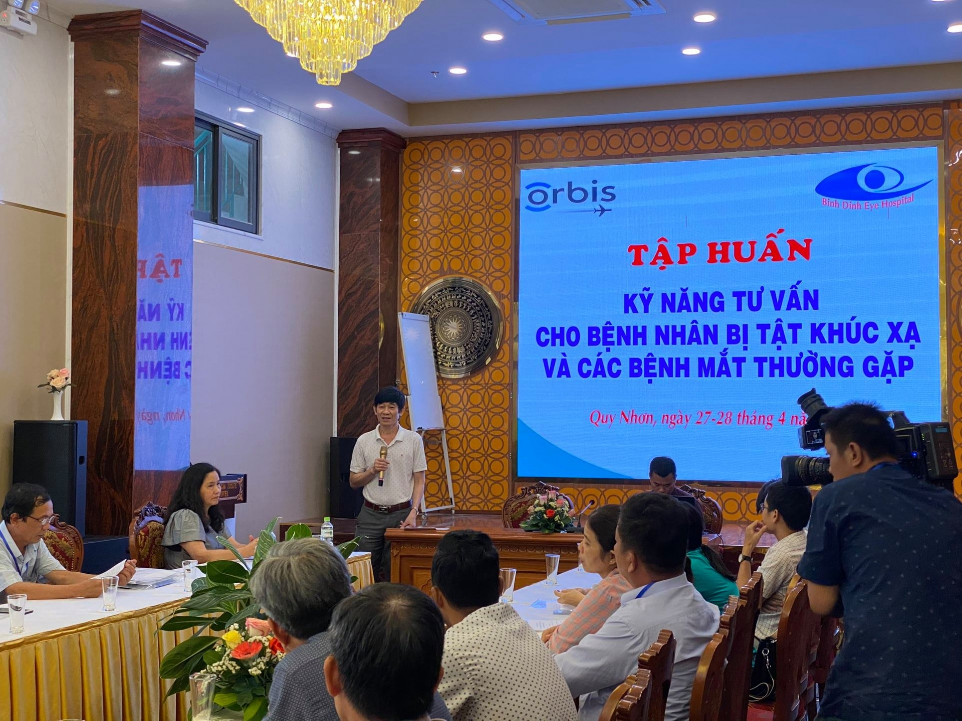 Training on consulting and communications skills on refractive errors in Binh Dinh province