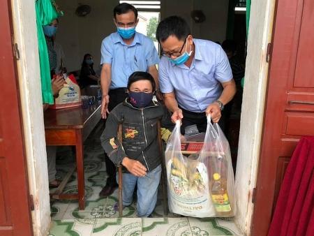 Zhishan Foundation helps disadvantaged households, children amid COVID-19