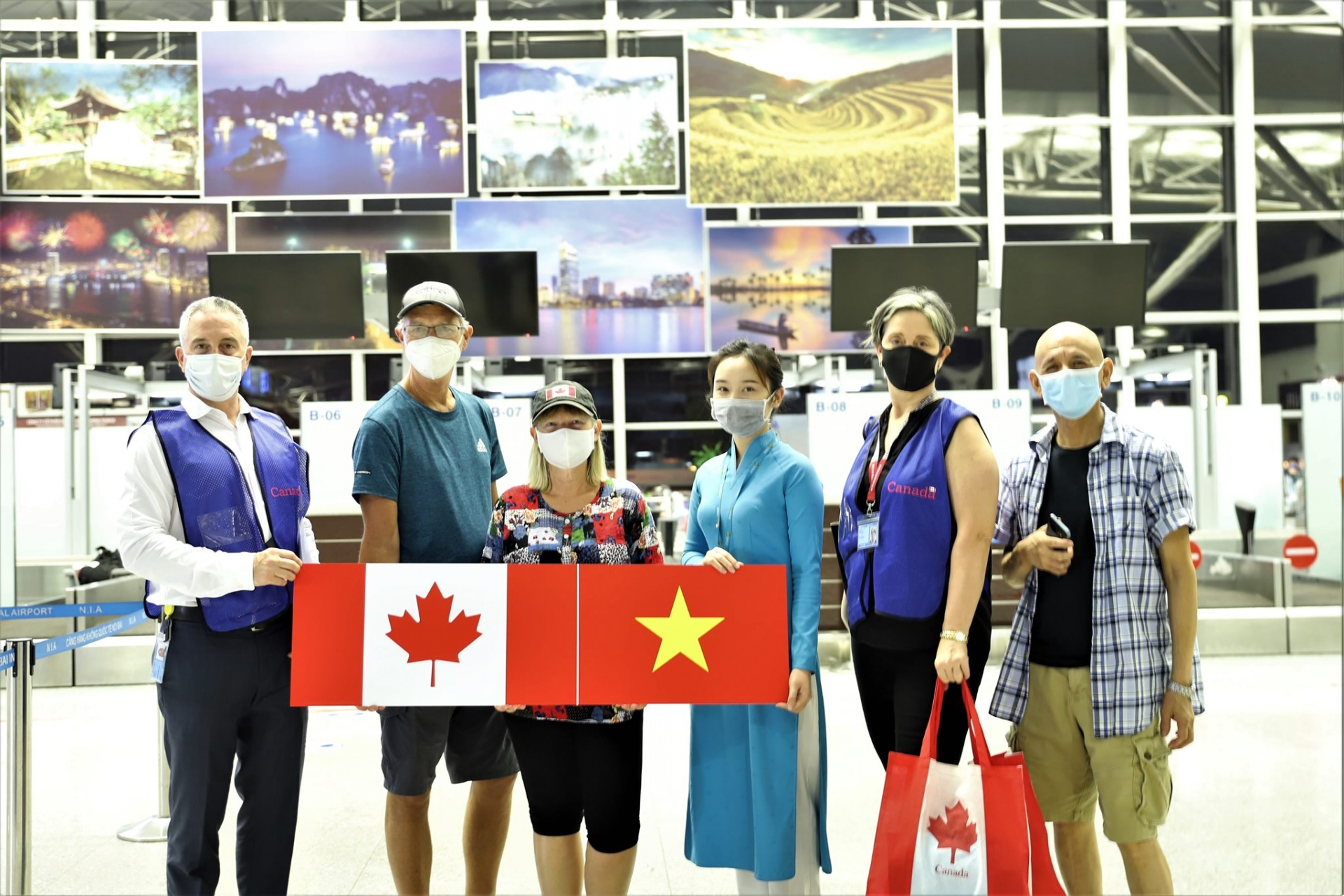 nearly 300 vietnamese stranded in canada fly home