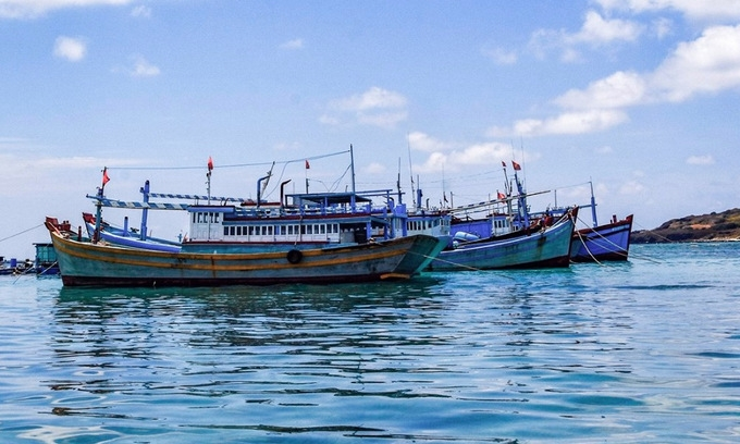 china again imposes illegal fishing ban in east sea