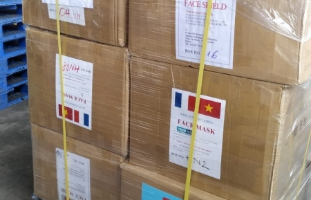 COVID-19 fight: Over 260,000 masks from Vietnam transported to France