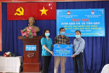 one more rice atm to feed the poor amid covid 19 in ho chi minh city
