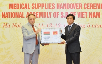 vietnams national assembly donates 20000 face masks to belarus