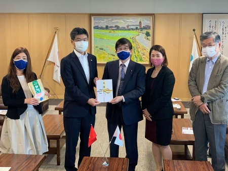 Vietnam-Japan friendship chapter donates over 4,000 masks to Nagasaki Prefecture
