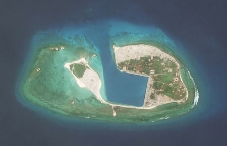 Chinese aircraft landing at Fiery Cross Reef, Vietnam urges parties not to further complicate situation