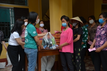 hanoi presents 200000 face masks to french localities