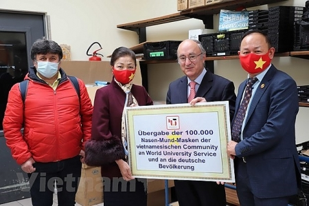 Vietnamese citizens donates 100,000 masks to 16 German states