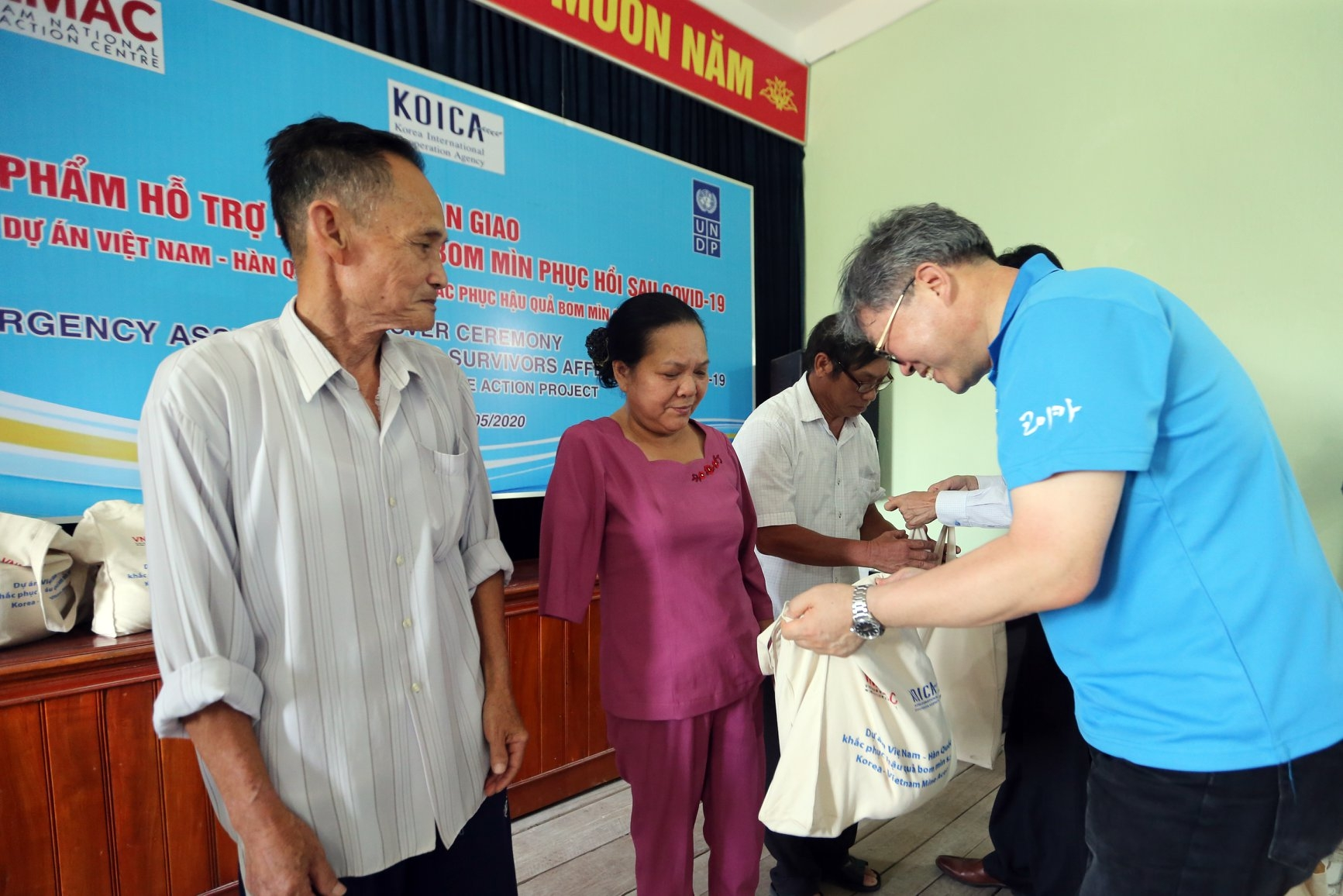 covid 19 aid packages provided to over 9100 uxo survivors in vietnams two central provinces