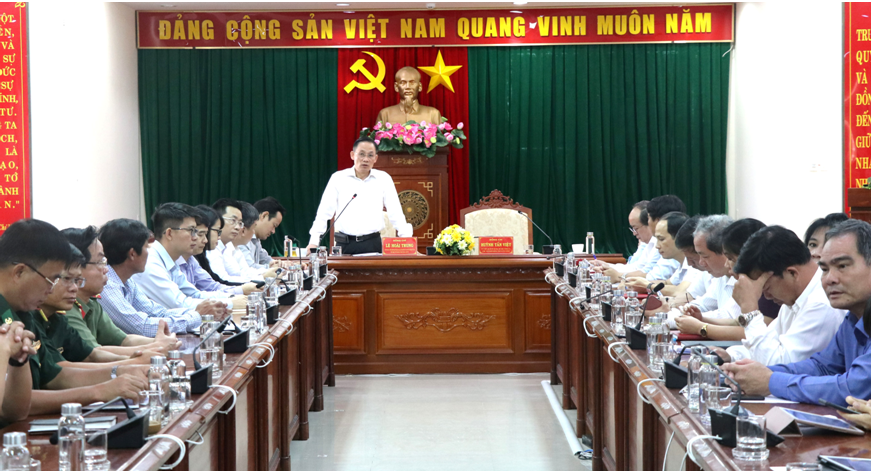 phu yen asked to thoroughly understand importance of east sea