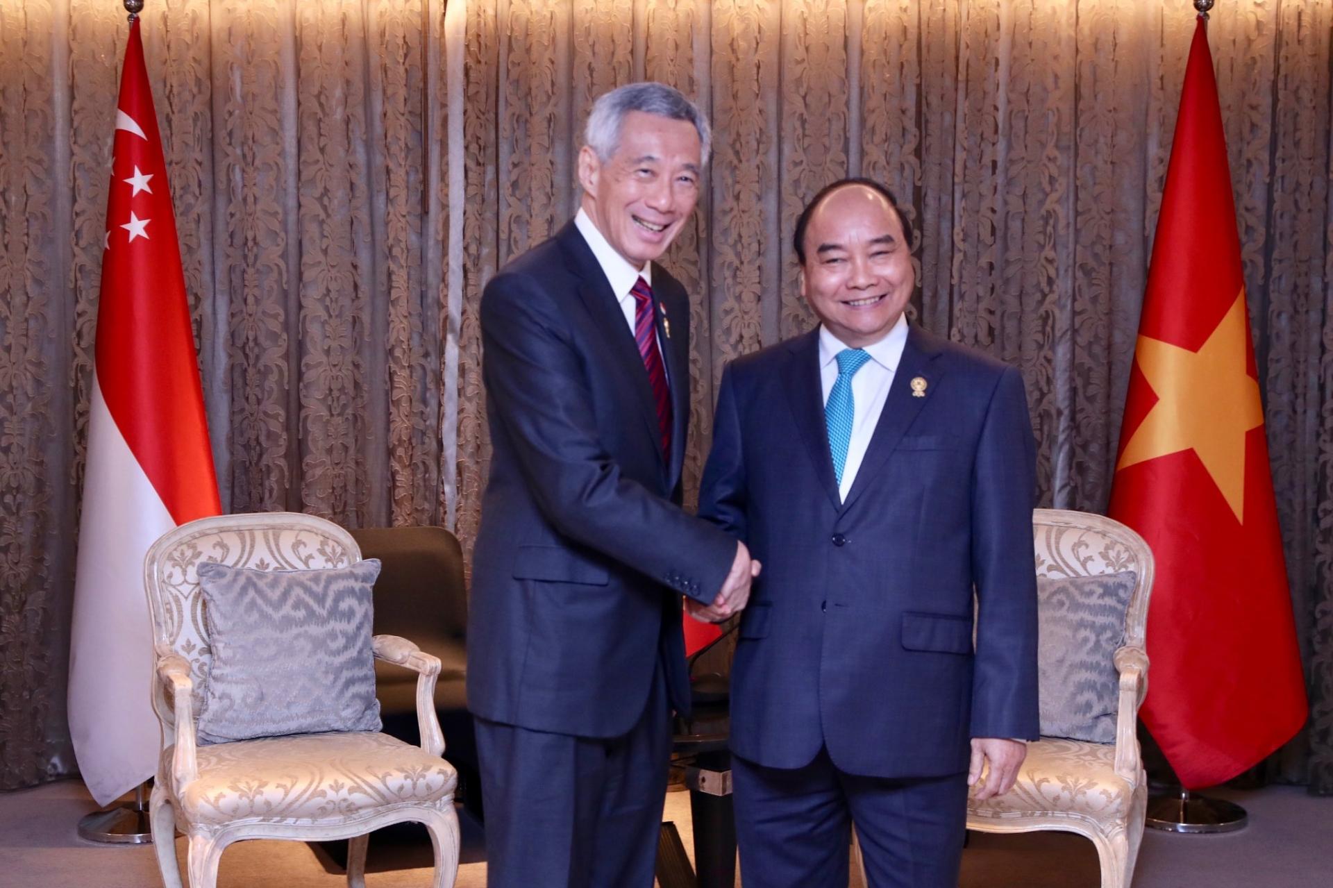 singaporean pm congratulates vietnam on successfully handling covid 19 pandemic