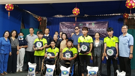 hufo presents 2000 gifts for disadvantaged people and children in hcm city