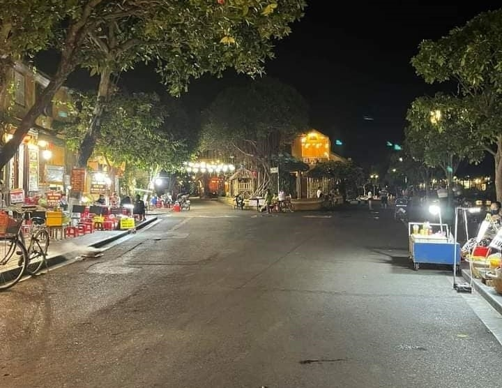 Empty street of Hoi An after COVID-19 new cases detected