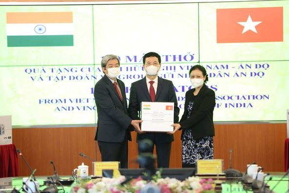 Friendship Association gives people of India 100 ventilators