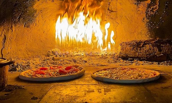Check out H'mong-sausage pizza in Sa Pa