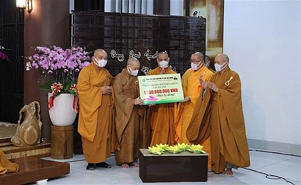 HCMC monks, Buddhists raise VND 1 billion for Covid-hit India