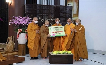 HCMC monks, Buddhists raise VND 1 billion for Covid-hit India