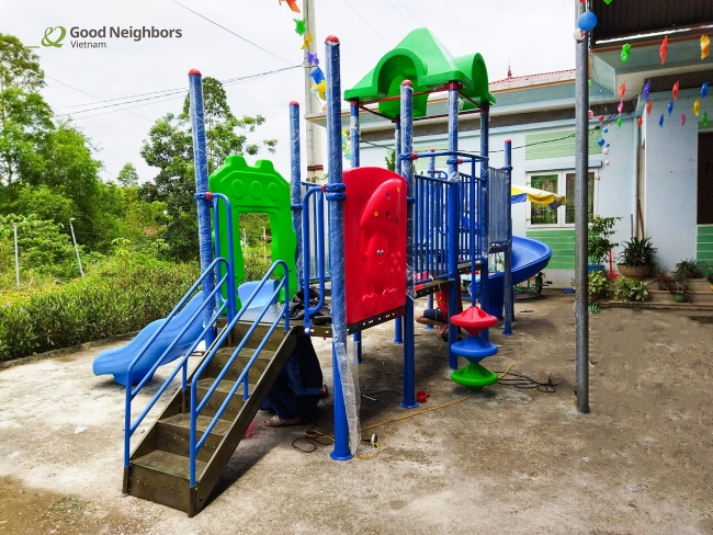 Korean NGO supports playground equipment for Tuyen Quang