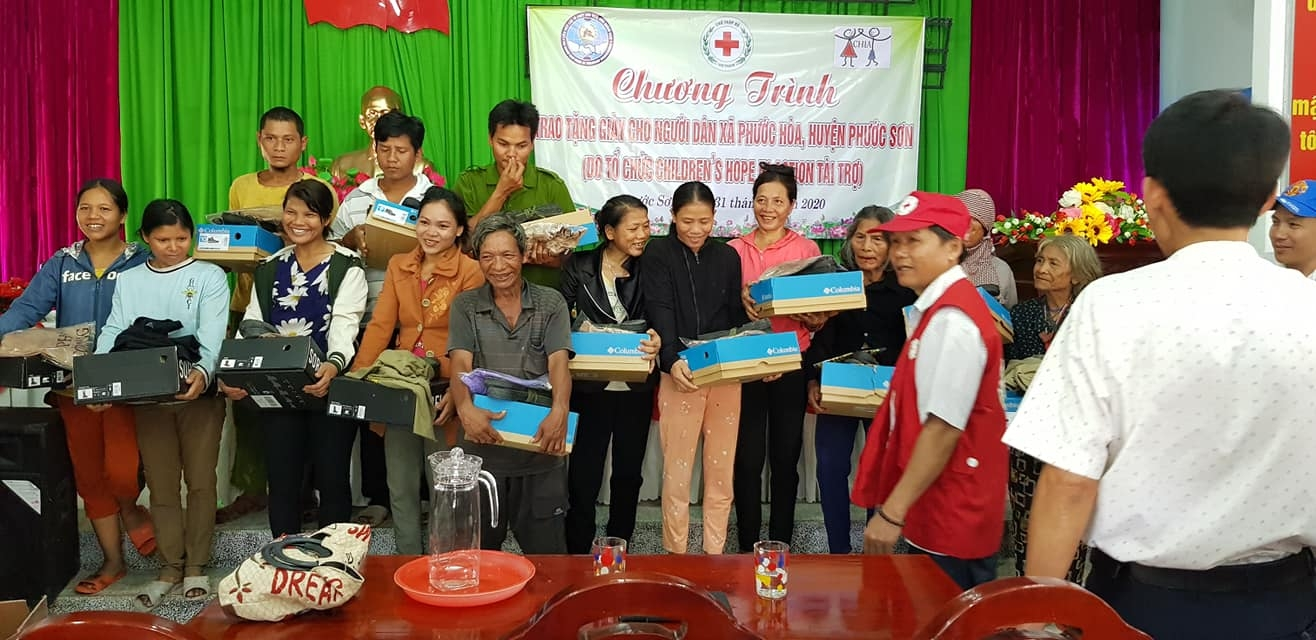 1000 pairs of shoes delivered to mountainous areas needy people in southern vietnam