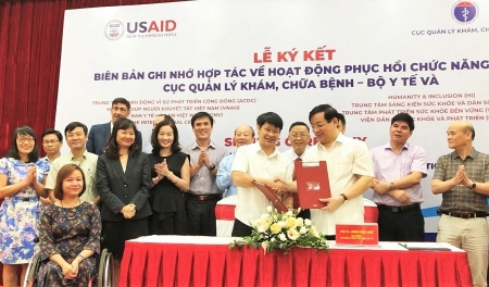 eight ngos support vietnam improving rehabilitation activities