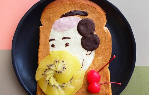 Japanese artist makes her creations on plain bread, using edible ingredients