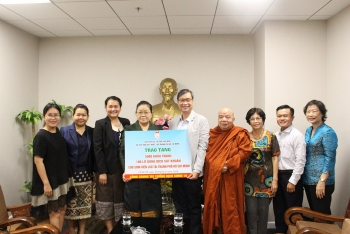 5000 masks from hufo friendship association handed over to lao students