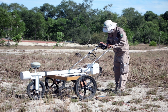NPA/RENEW use technology to improve landmine clearance
