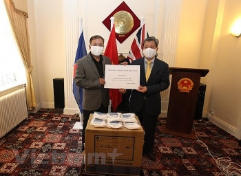 10000 masks presented to vietnamese in uk for covid 19 prevention