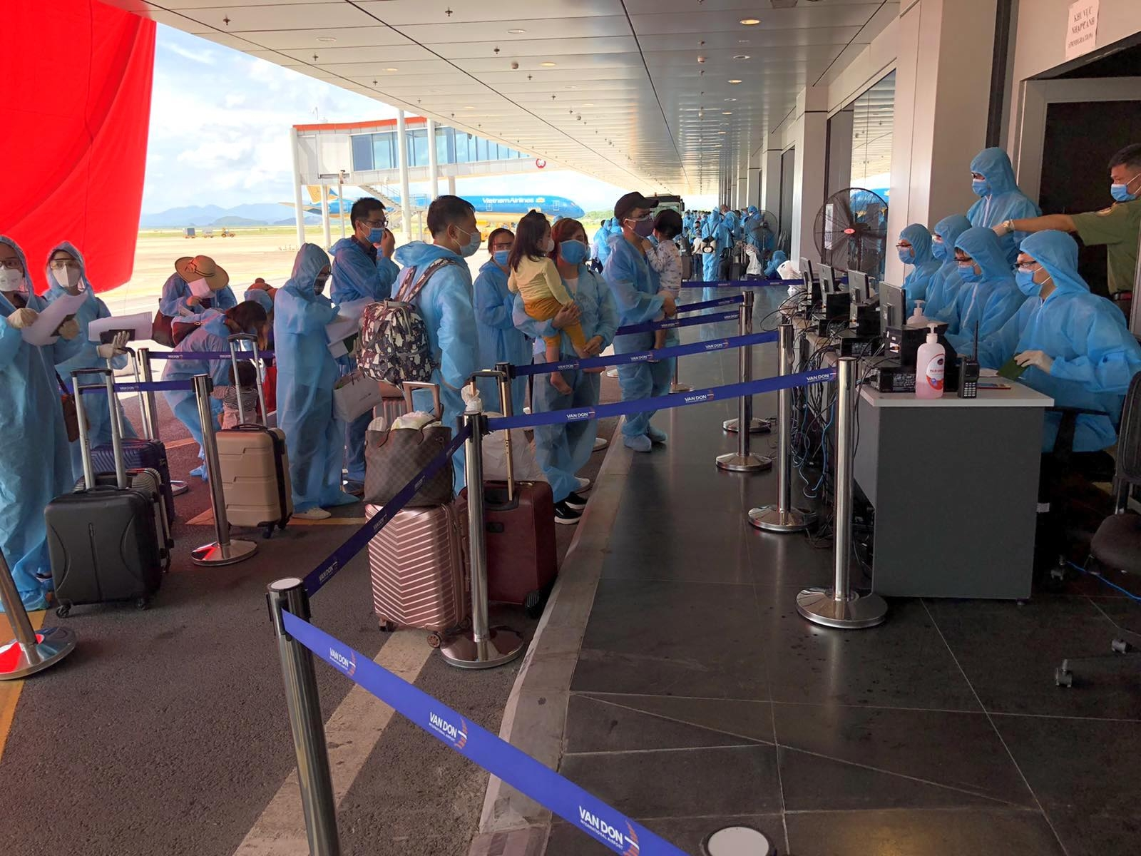 over 300 vietnamese safely return home from angola