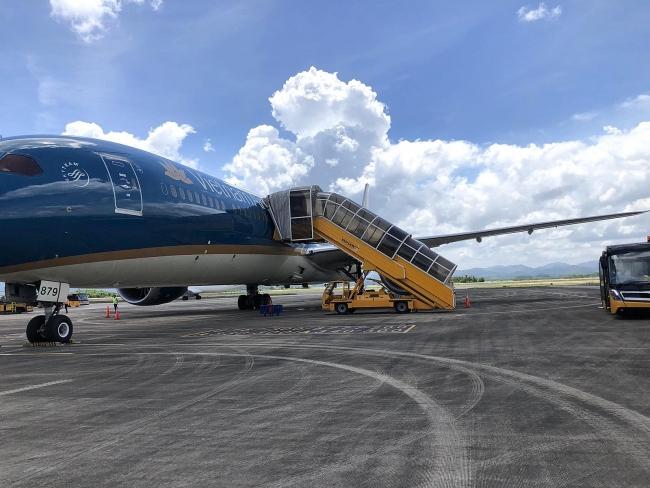 Over 300 Vietnamese safely return home from coronavirus-hit Angola