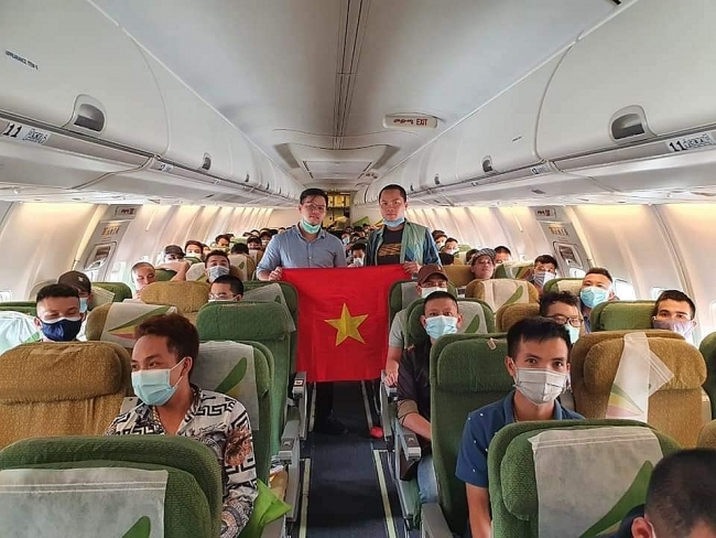 Over 130 Vietnamese from Africa, Malaysia safely return home