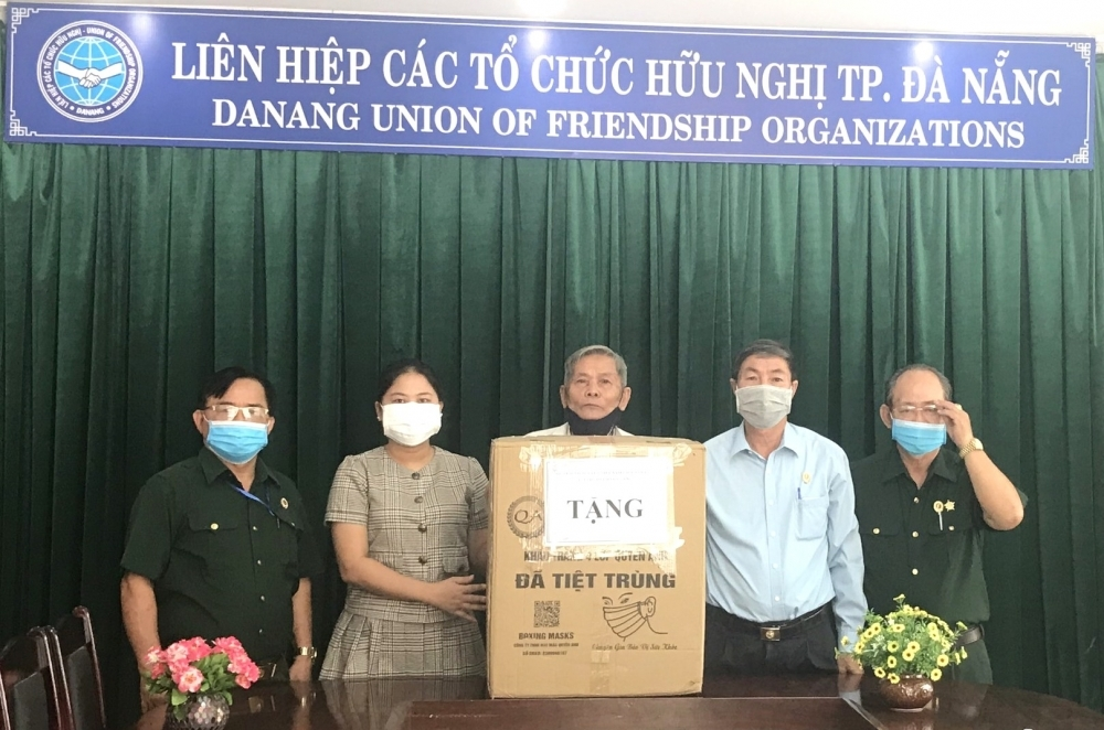 Da Nang's Friendship Association supports Lao people fight against Covid-19