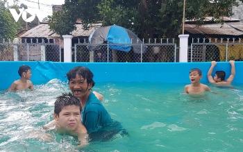 Forbes Vietnam lists elderly swimming teacher as inspirational woman